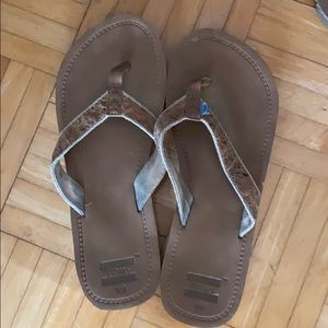 Tom flip flops